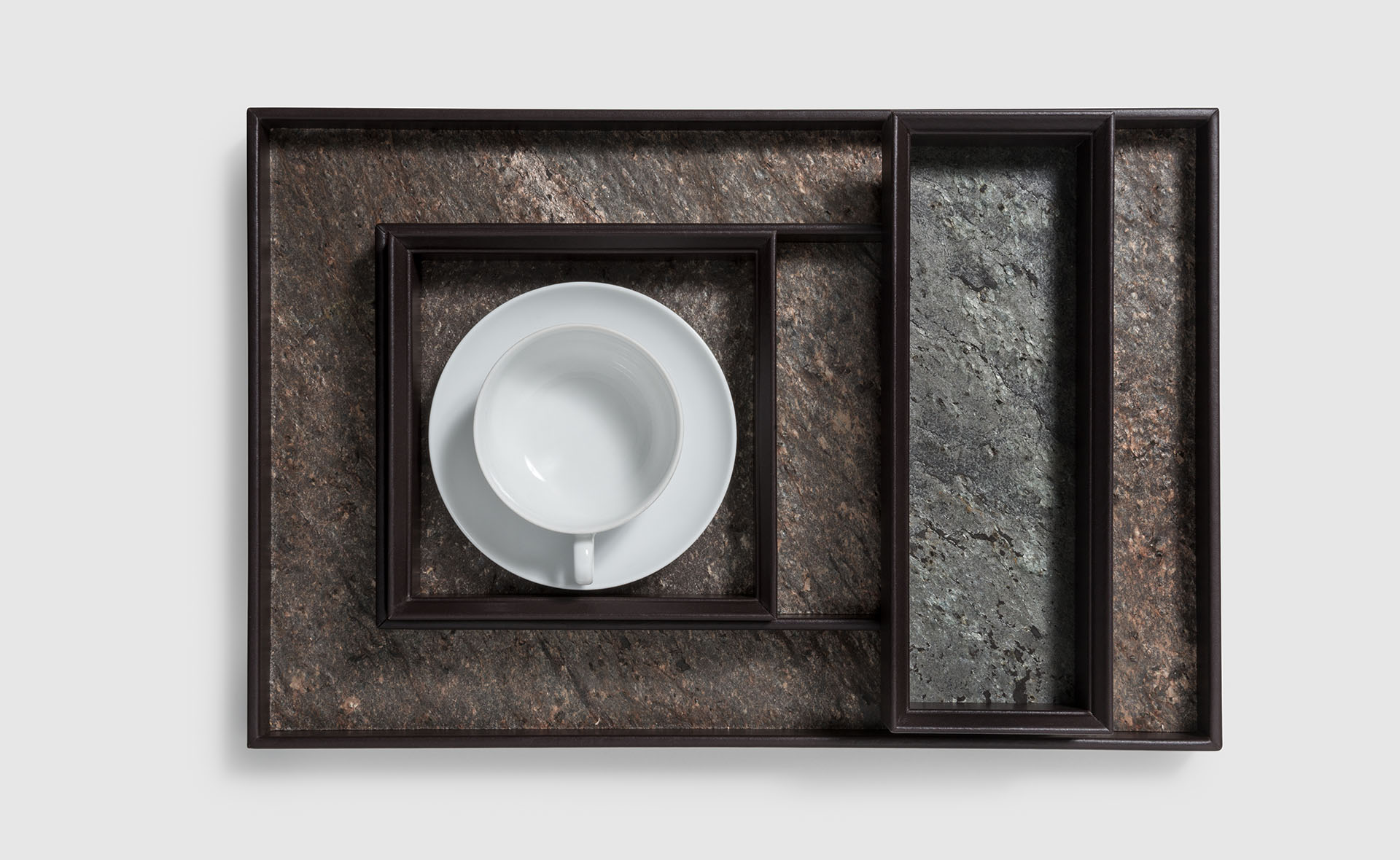 DINING PINETTI CUP AND TRAYS